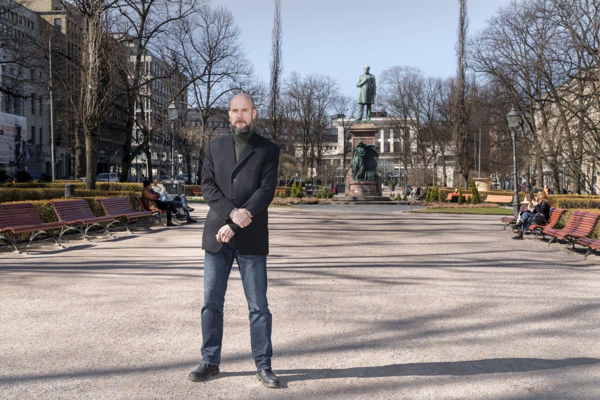 Uno Gallén -elämänkerran kirjoittaja  Viljami Puustinen.