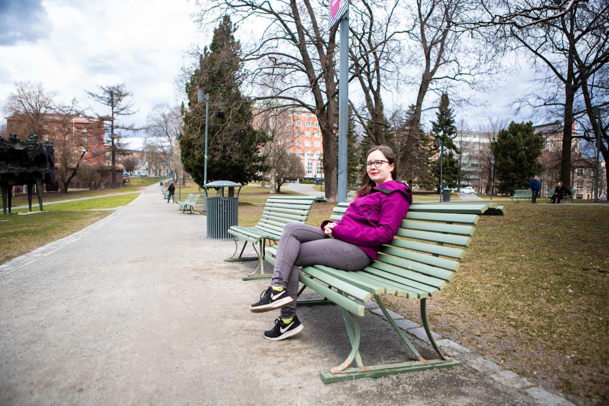 Katariina Kolehniemi pyrkii Tampereen lääketieteelliseen tiedekuntaan. Koronatilanteen takia pääkokeet ovat vaakalaudalla.