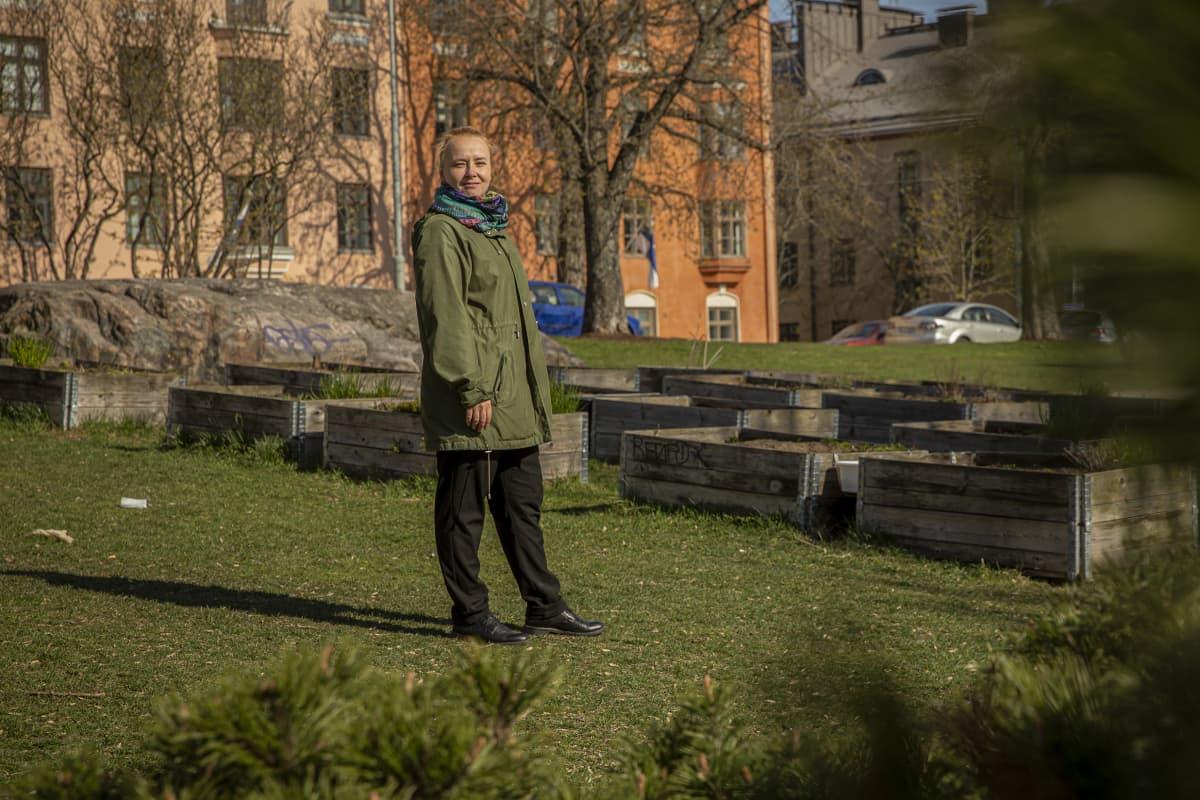 Anna Englund toimi liikunnanohjaajana lähes parikymmentä vuotta kuntokeskus Motivuksessa, viimeisen vuoden henkilöstöpäällikkönä. Hän joutui irtisanomaan 42 työntekijää, mutta joutui myös itse lähtemään.