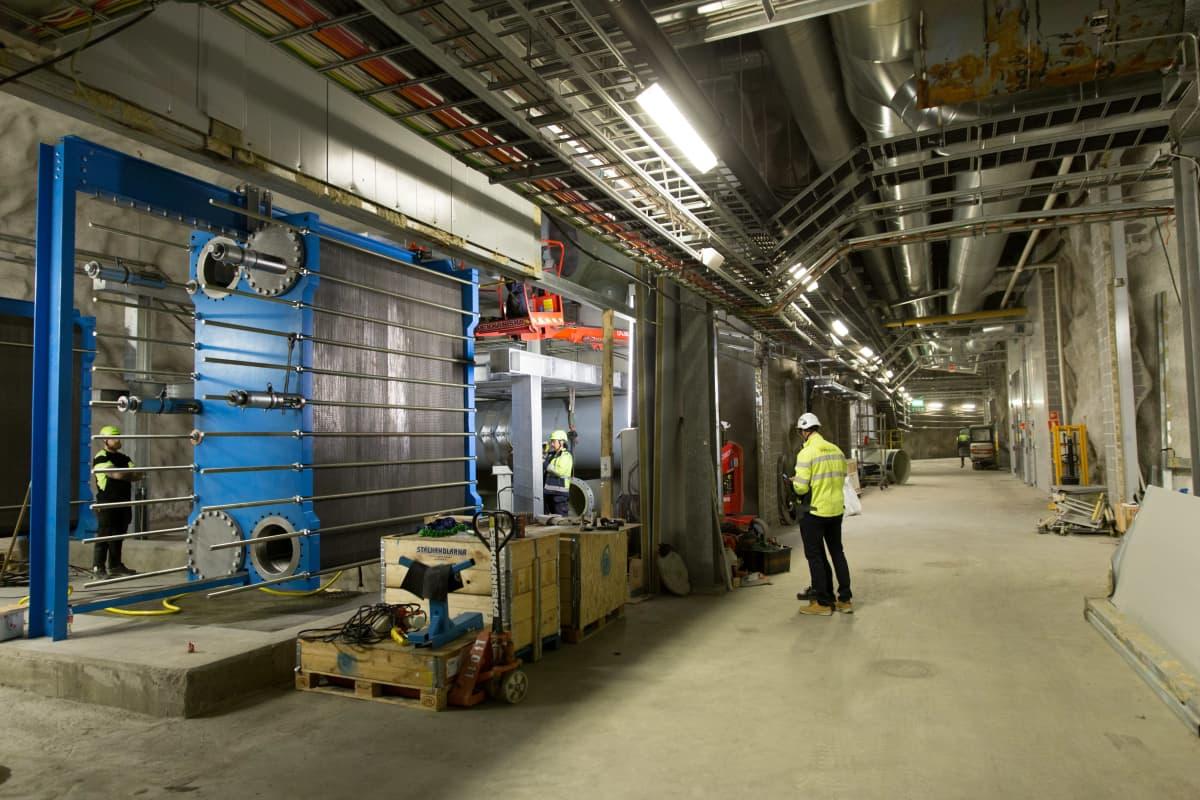 Jäteveden lämmöstä kaukolämpöä tekevän Katri Valan lämpöpumppulaitoksen lämmönsiirrin.