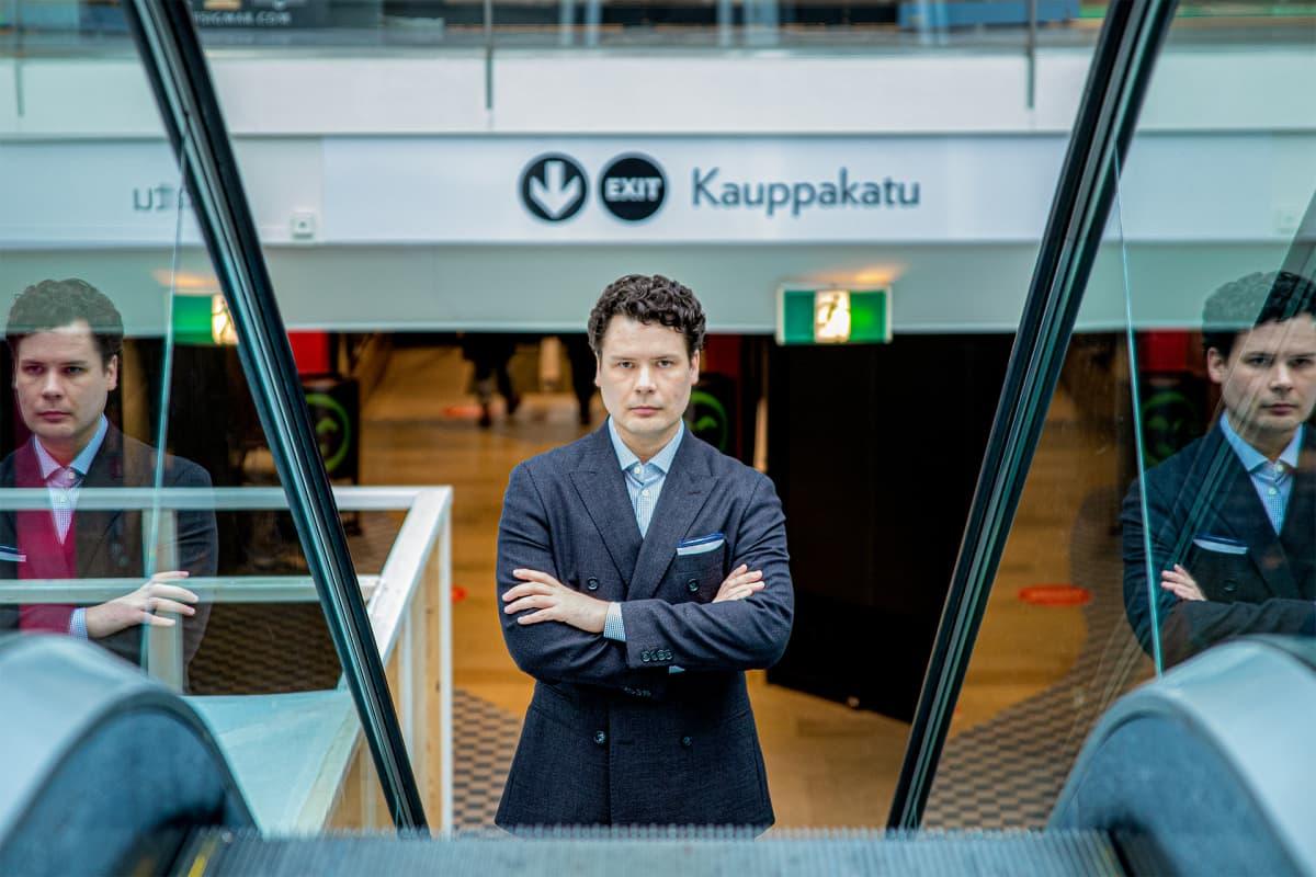 Jussi Nyrhinen poseeraa kameralle.