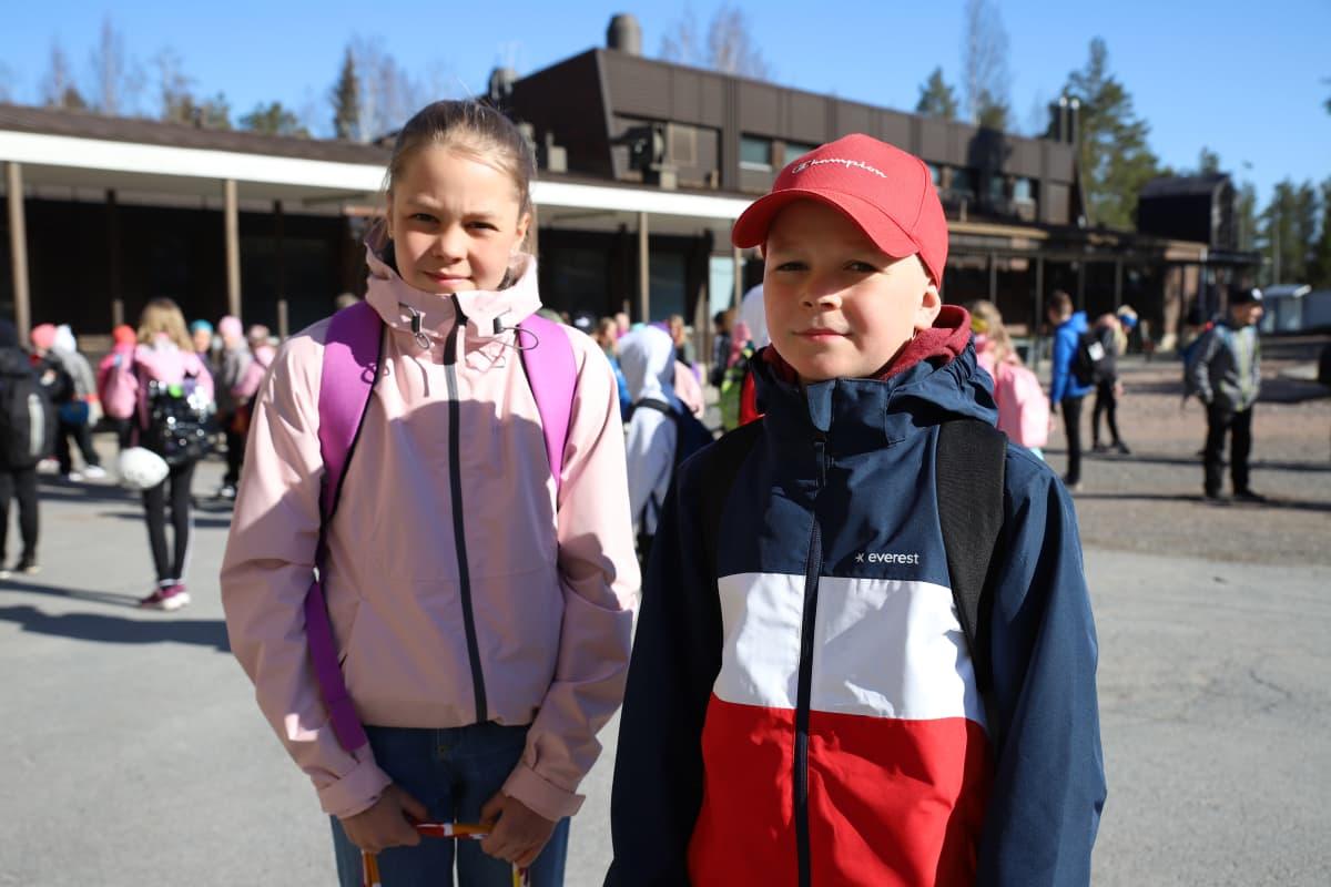Janika ja Oliver Raunio palasivat hyvillä mielin lähiopetukseen Ilmajoella Ahonkylän koululla.