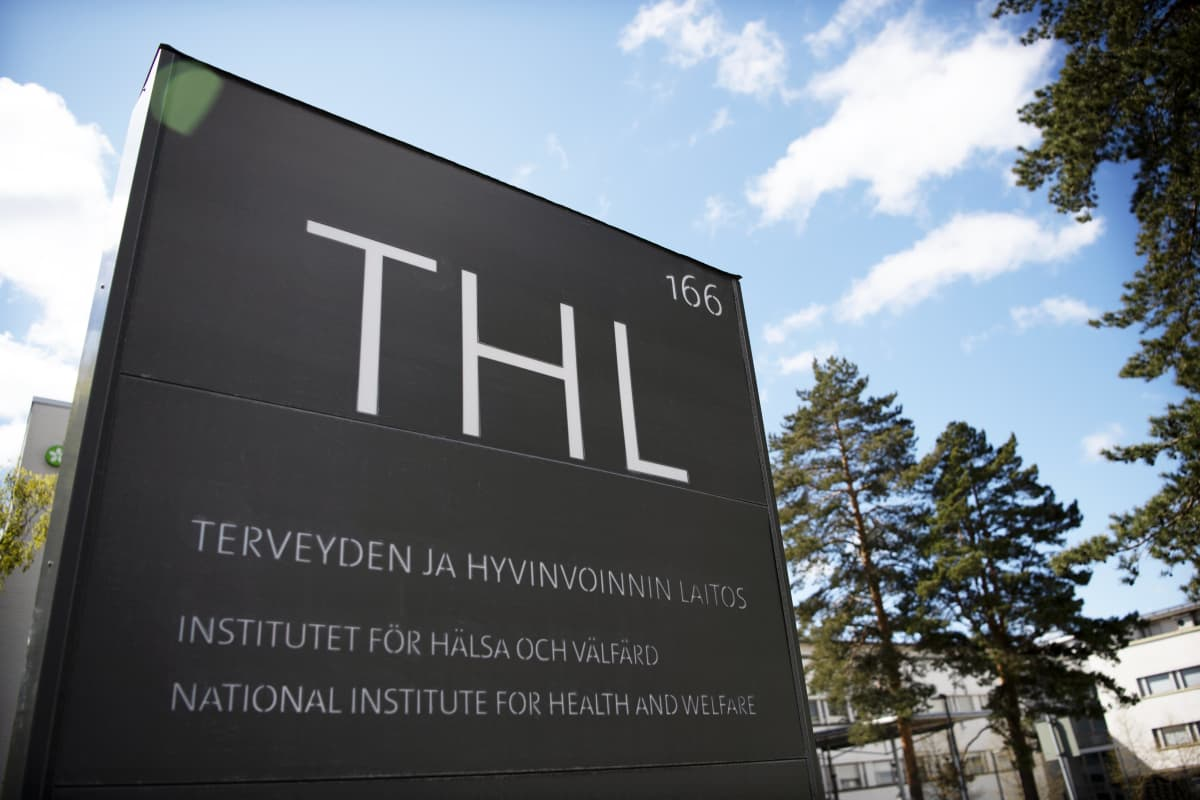 THL:n kyltti Mannerheimintiellä Helsingissä.