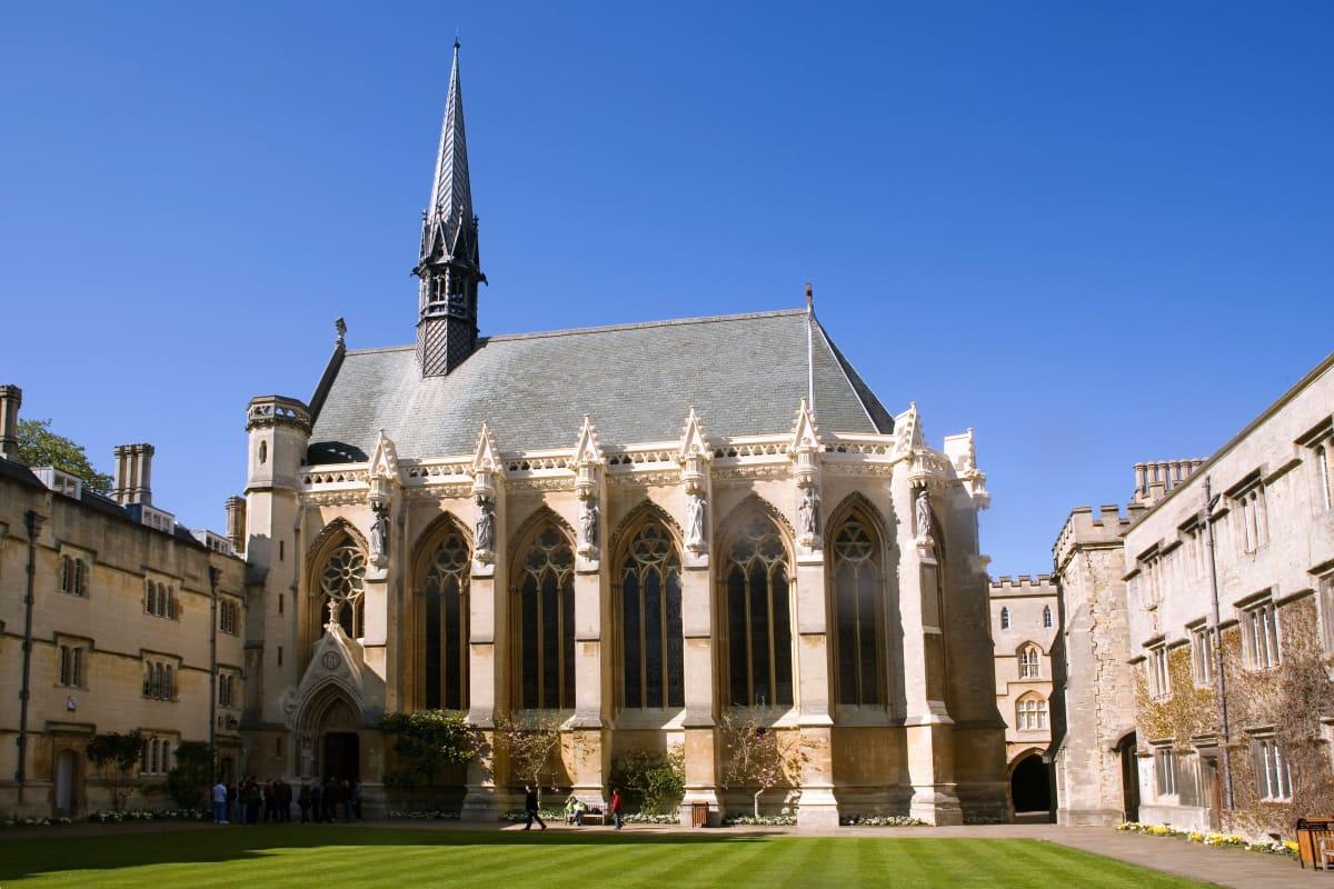 Kuva Exeter Collegen julkisivusta.