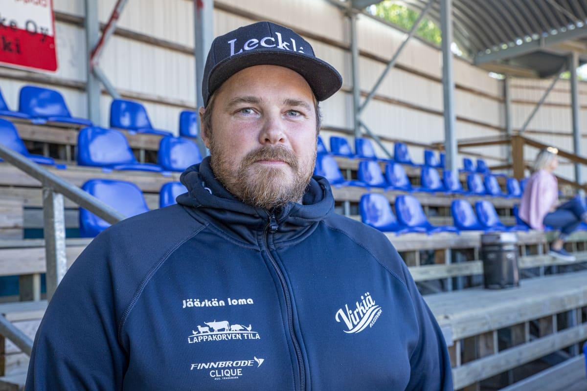 Tomi Niskanen, Lapuan Virkiän naisten pesäpallojoukkueen pelaajavalmentaja