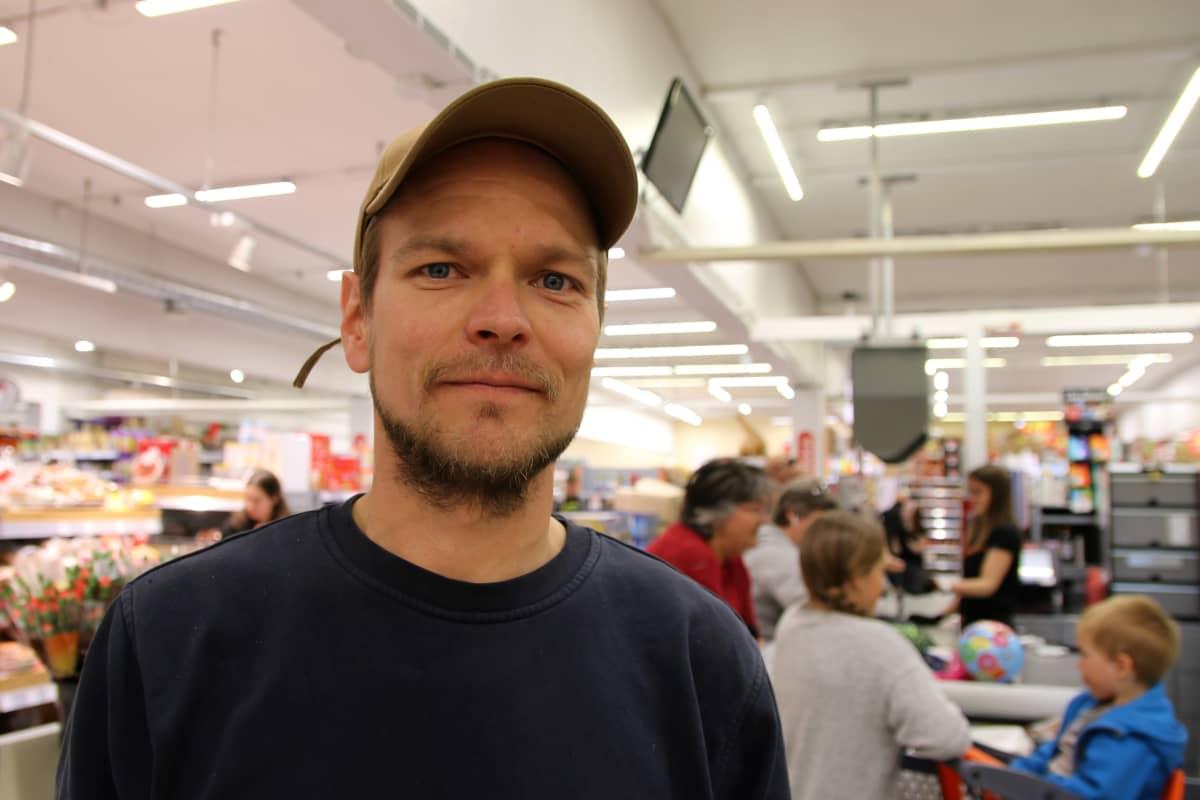 Kilpishallin kauppias Mikko Rousu.