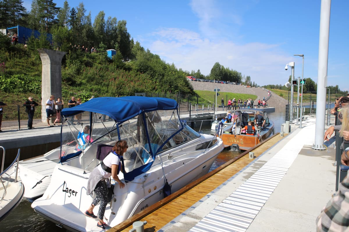 Kimolan kanavassa veneitä