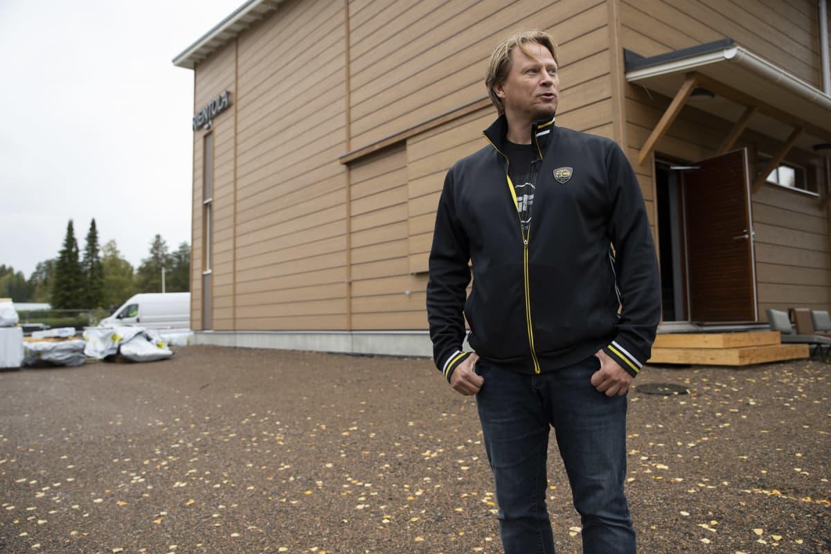 Juha Vidgrén Rientolan edustalla Vieremällä Pohjois-Savossa.