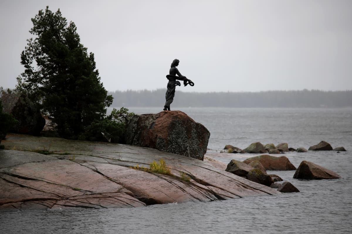 Muistomerkki Kotkan Kuusisessa