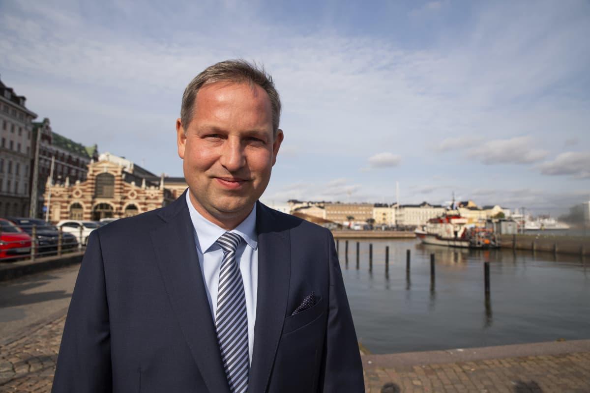 rakennusteollisuuden toimitusjohtaja aleksi randell