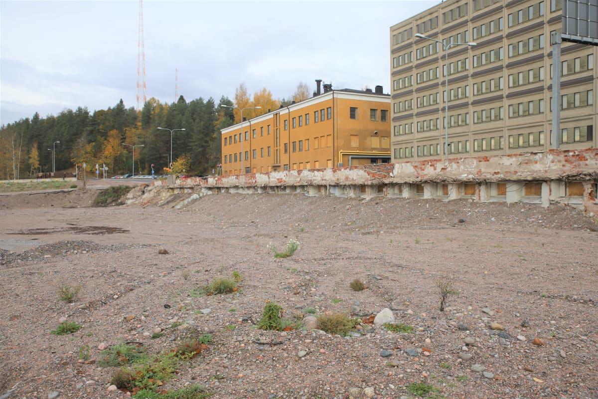 Rakentamaton tontti Lahden matkakeskuksen vieressä