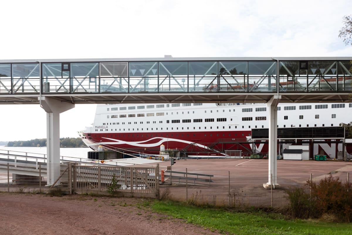 Viking Linen laiva satamassa Maarianhaminassa.