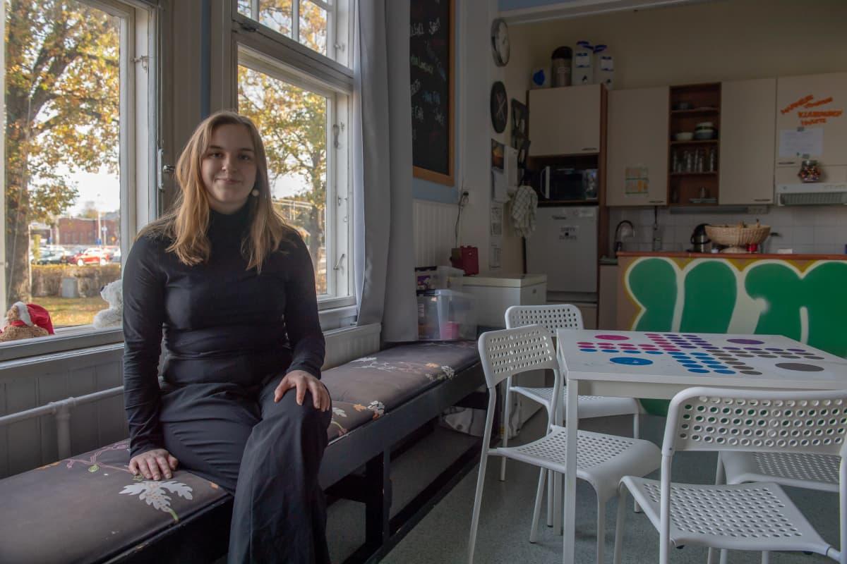 RKP:n nuori kuntavaalien ehdokas Kaisa Dahlqvist Karjaan nuorisotalossa.