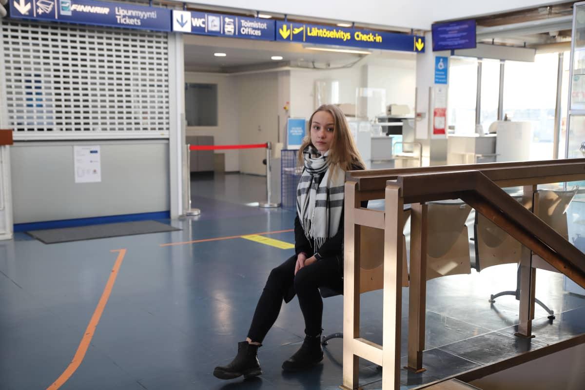 Julia Liljegren Porin lentoasemalla.