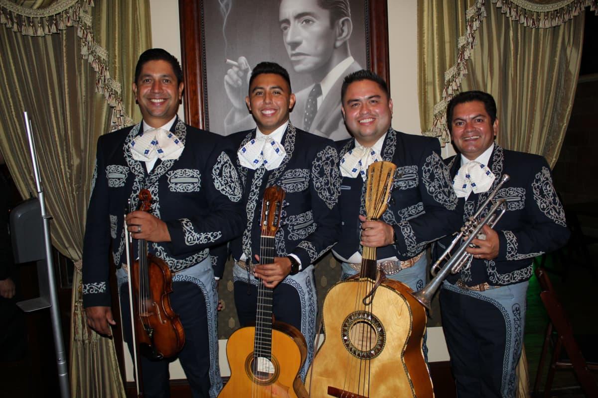 Kuvassa on mariachi-orkesterin jäseniä Los Angelesissa lokakuussa 2020.