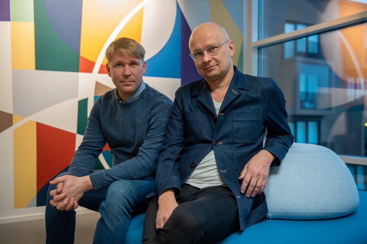 Elokuva- ja teatteriohjaaja Mika Ronkainen ja näyttelijä Matti Ristinen.