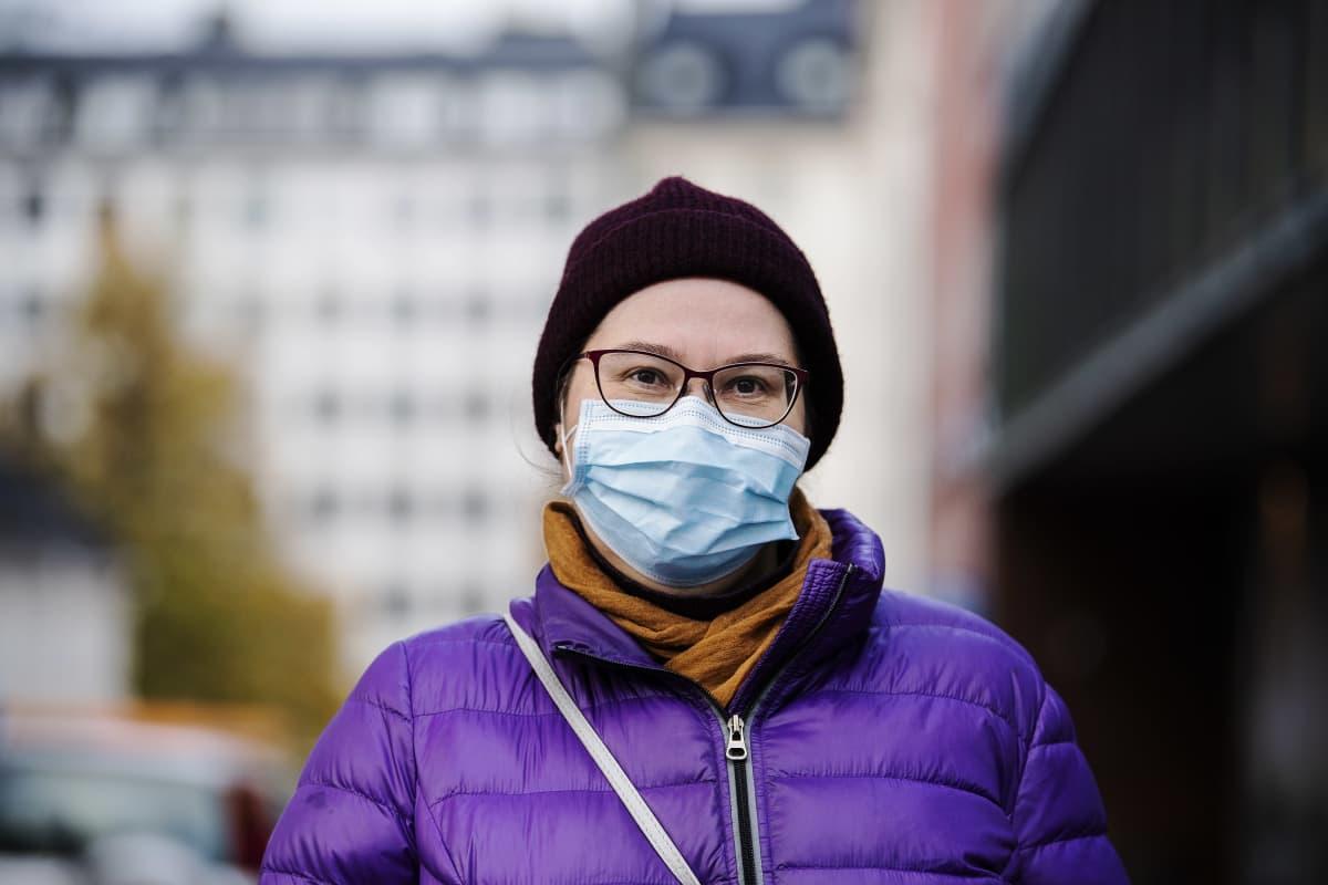 Kuvassa Helsingissä Sörnäisissä kuvattu Marianne Vanhanen 29. lokakuuta 2020.