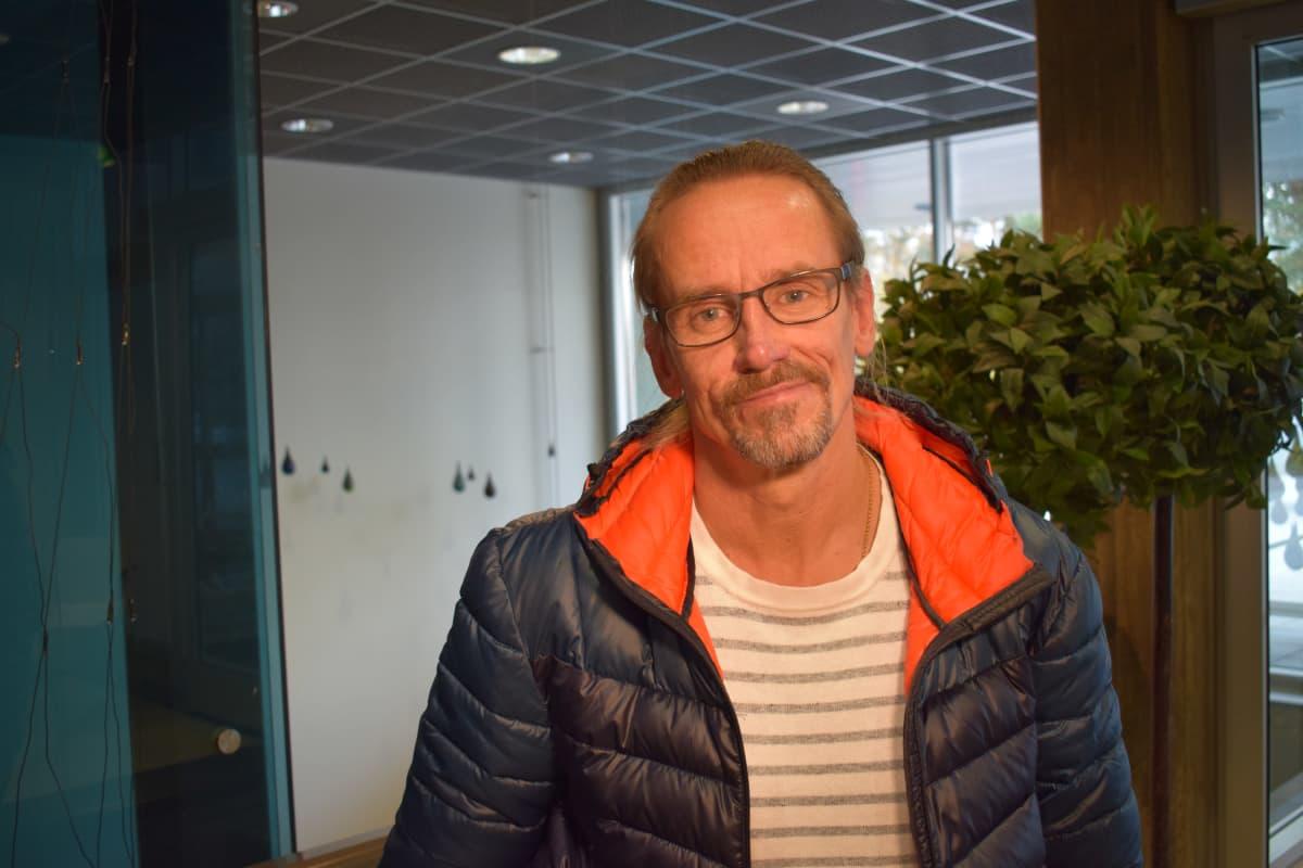Jukka Valtanen ei käytä maskia.