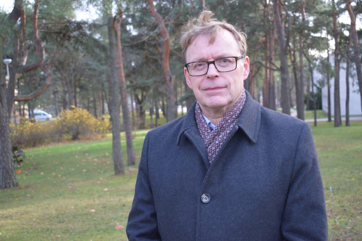 Ylilääkäri Kari Koskela vastaa Turun kaupungin kotisairaalasta.