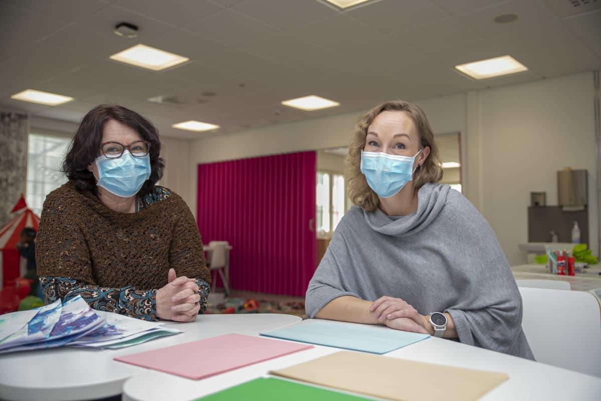 HAMK:in sosionomikoulutuksen koulutuspäällikö Merja Salminen ja palvelukoordinaattori Niina Mäkinen
