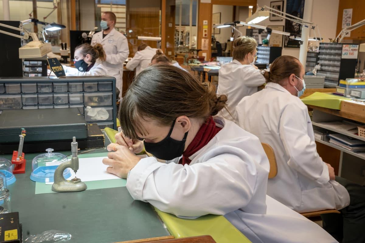 Annika Leppälä, kelloseppäopiskelija 3. luokka