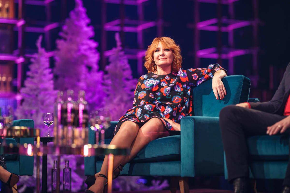 Irina Elämäni Biisi -sohvalla.
