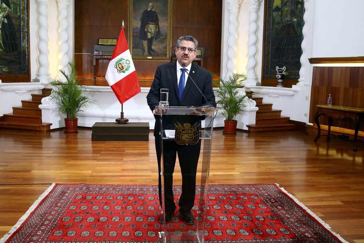 Manuel Merino puhumassa.
