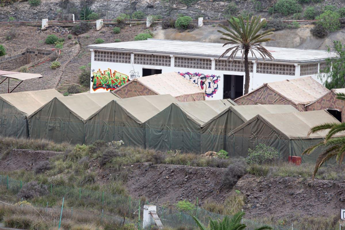 Armeijan tulijoille pystyttämiä telttoja Gran Canarian pohjoisosissa, Las Palmasin likellä.
