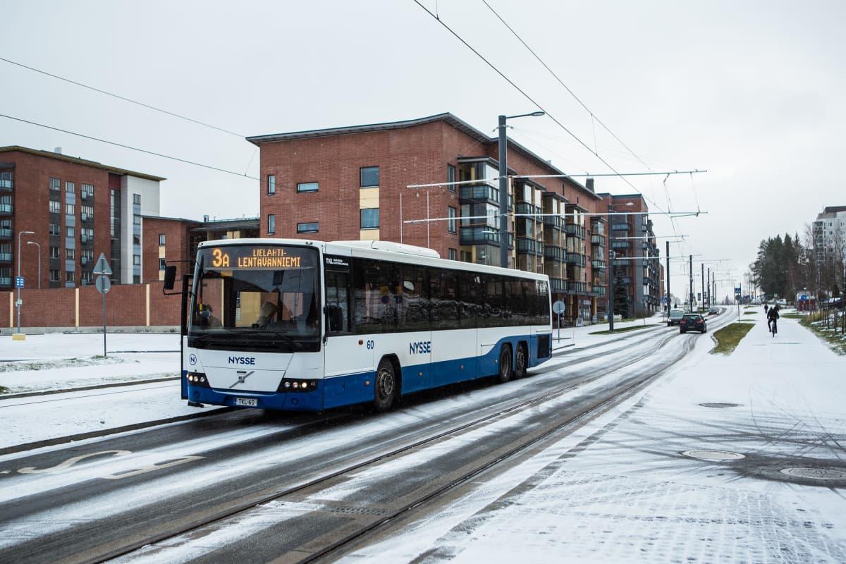 Lunta satoi Tampereella Hervannassa 20.11.2020.