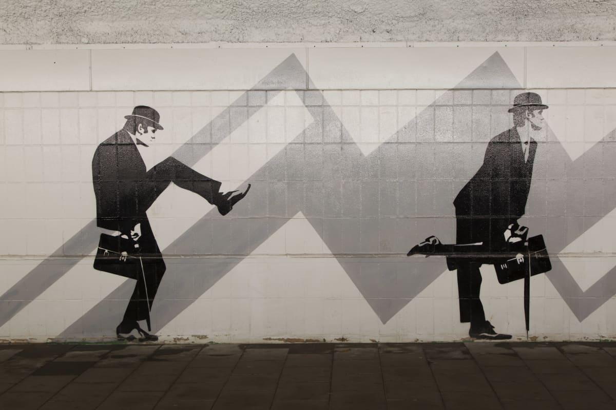 Ministry of Silly Walks -seinämaalaus.
