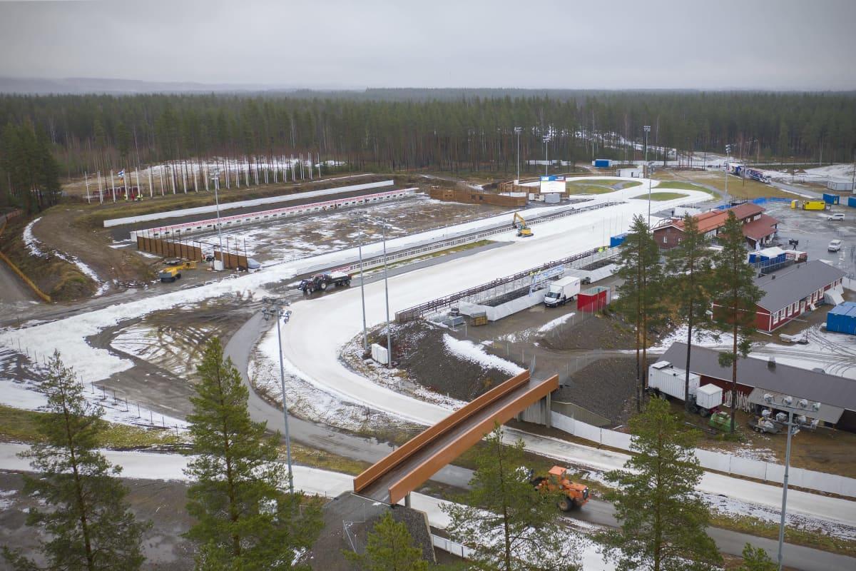 Ilmakuva Kontiolahden ampumahiihtokeskuksesta, jossa tehdään latuja kisoja varten.