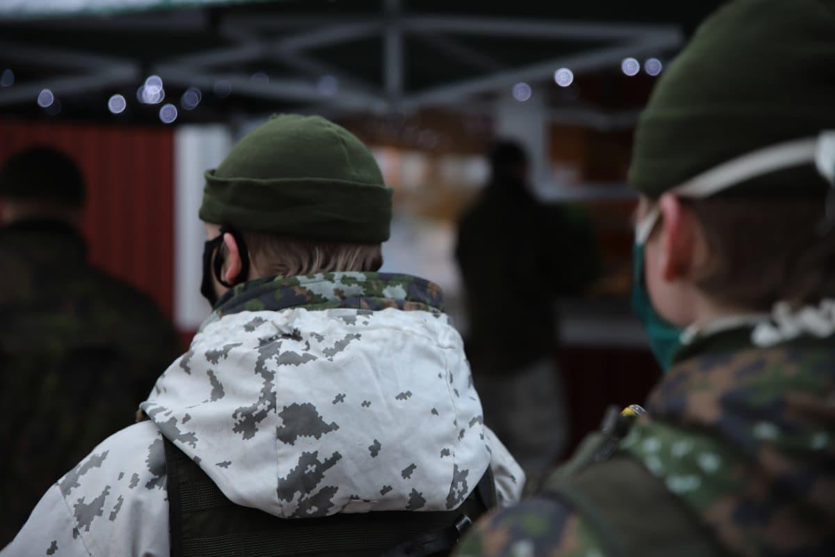 sotilaskodin kioskijono Rovajärvellä MVH20-harjoituksessa