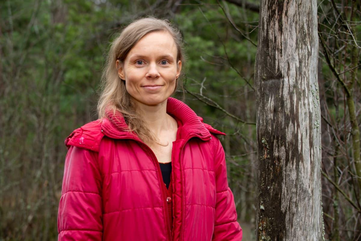 Suomalainen kirjailija ja Finlandian-palkinto voittaja Anni Kytömäki.