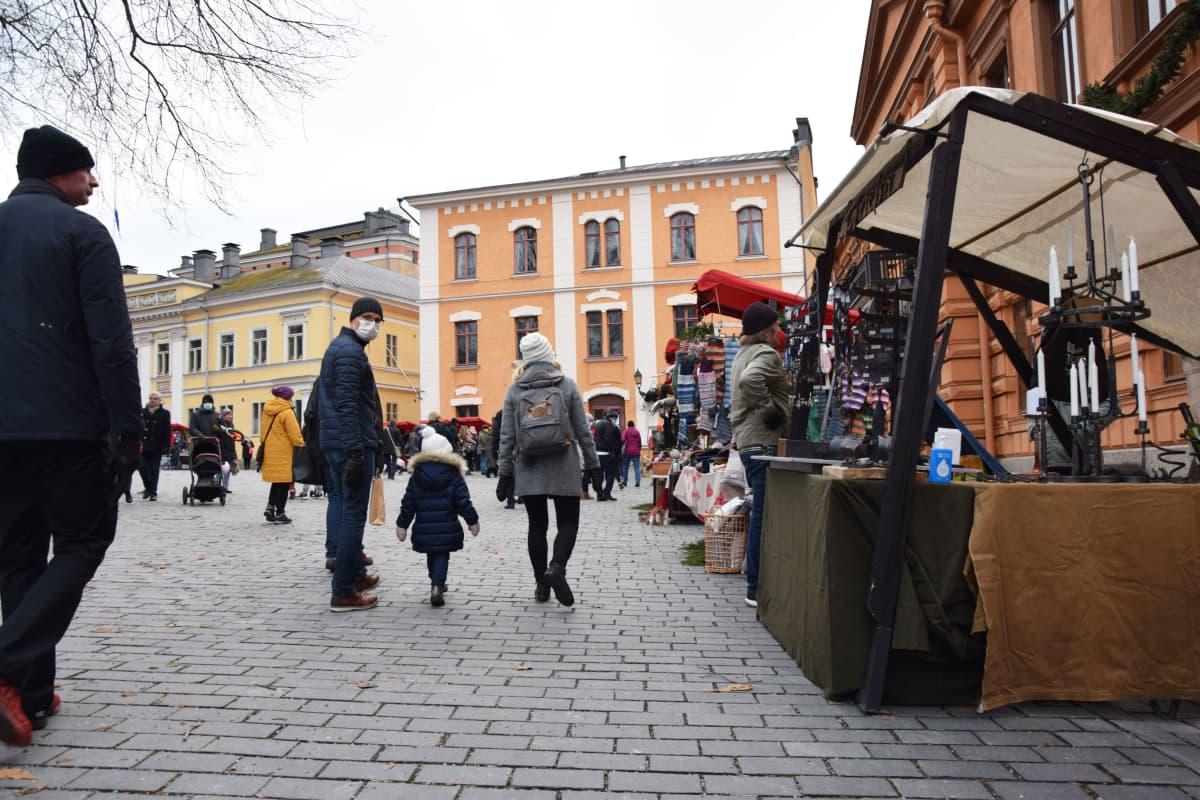 Vanhan Suurtorin Joulumarkkinat Turussa.