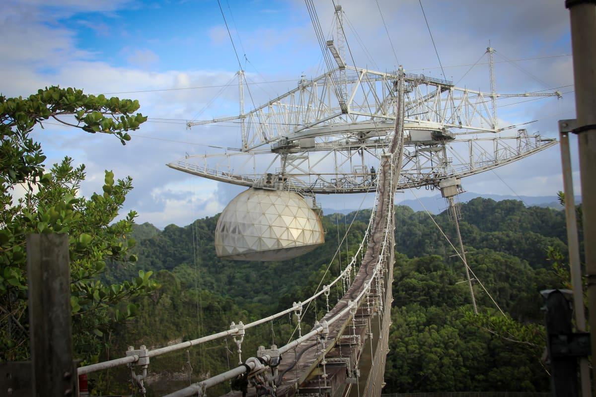 Arecibon teleskoopin keskusrakennelma.