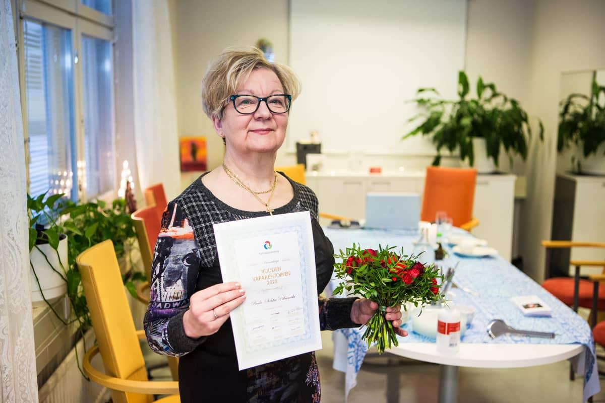 Paula-Sirkka Vähämäki palkittiin vuoden vapaaehtoisena 4.12.2020