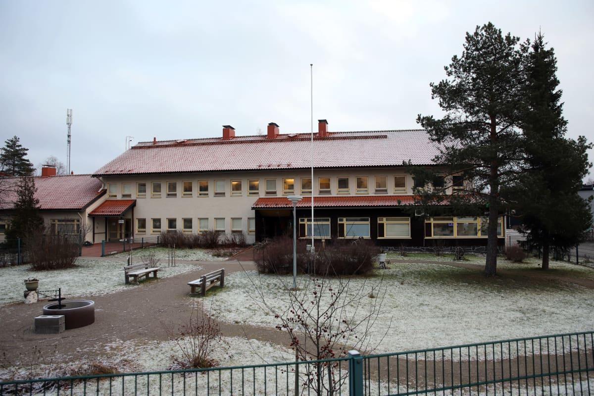 Ulkokuva Valona Vanhuspalveluisen rakennuksesta Pieksämäellä.