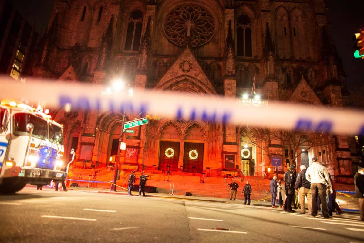 Poliisi on eristänyt Saint John the Divine -katedraalin New Yorkissa ammuskelun jälkeen.