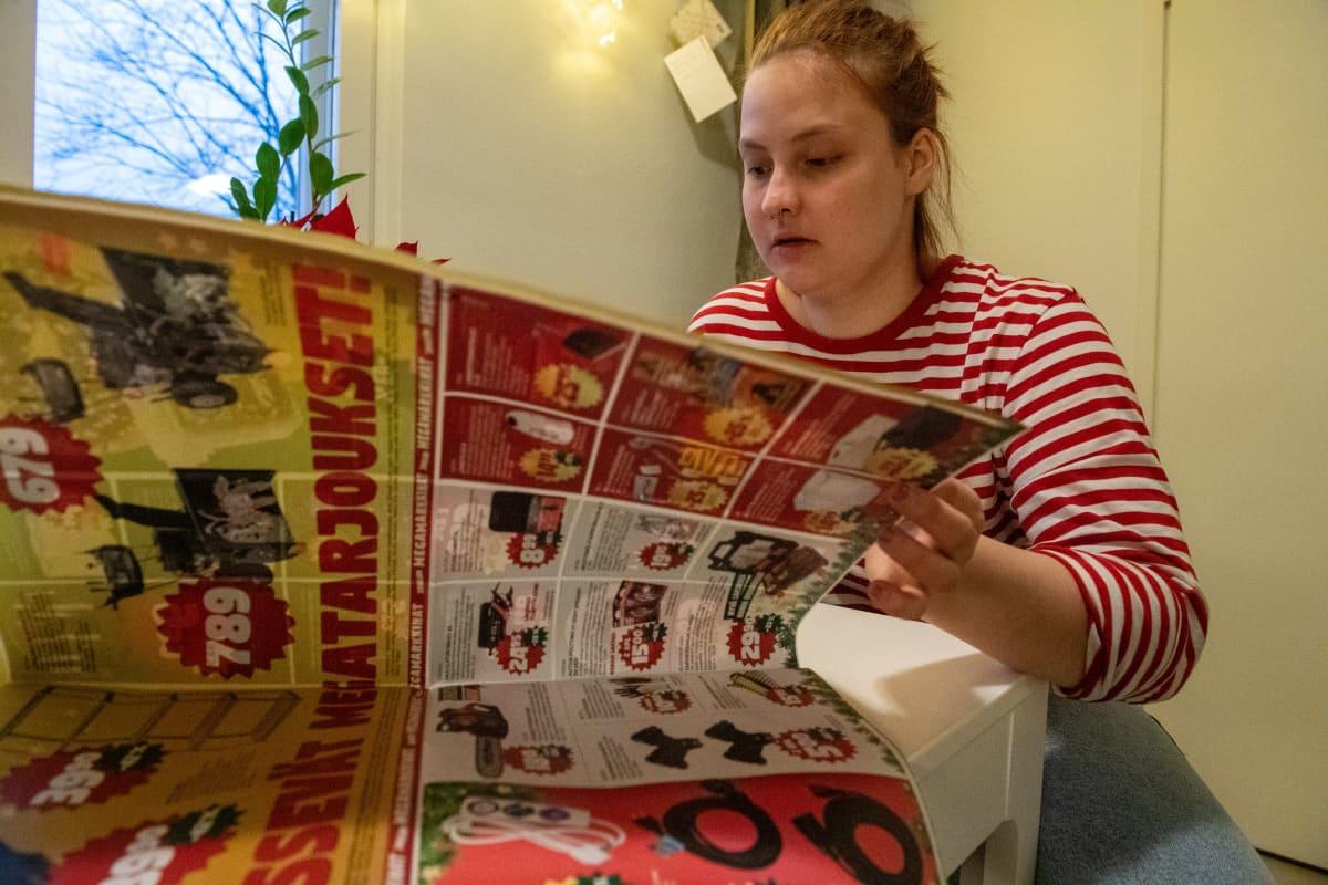 Opiskelijan taloudellinen arki, kuvassa opiskelija Lilli Hatinen Helsingin Mellunmäessä.