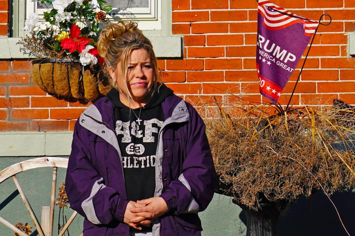 Michelle Burns kotinsa edessä