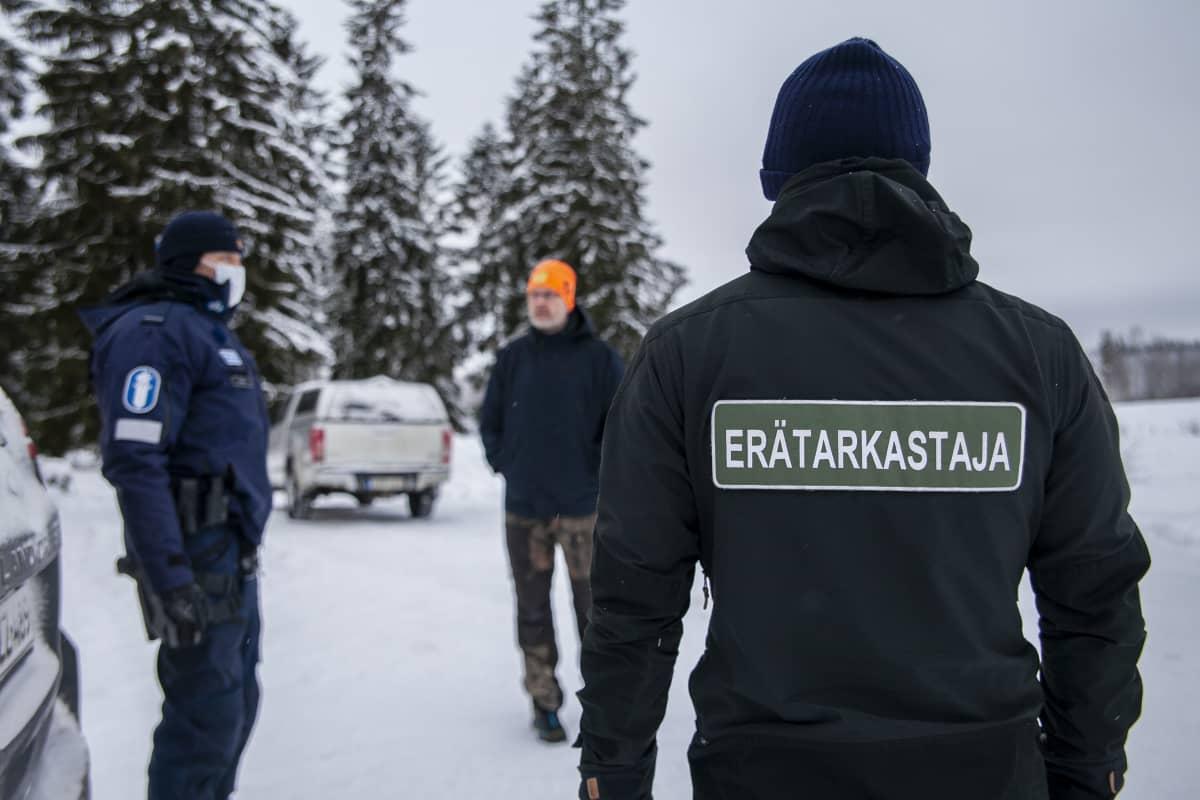 Tobias Peura, erätarkastaja, SusiLIFE ja  Kimmo Örn vanhempi konstaapeli, SusiLIFE