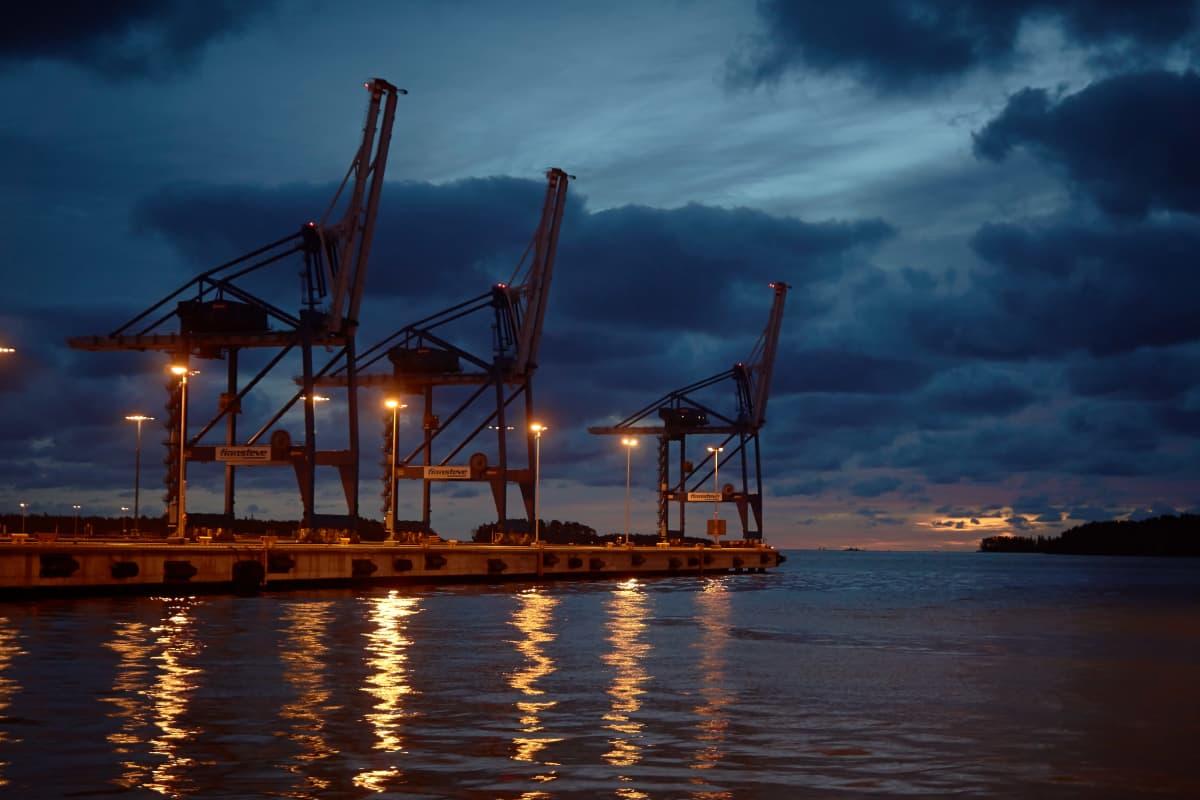 Kuvaa Vuosaaren satamasta