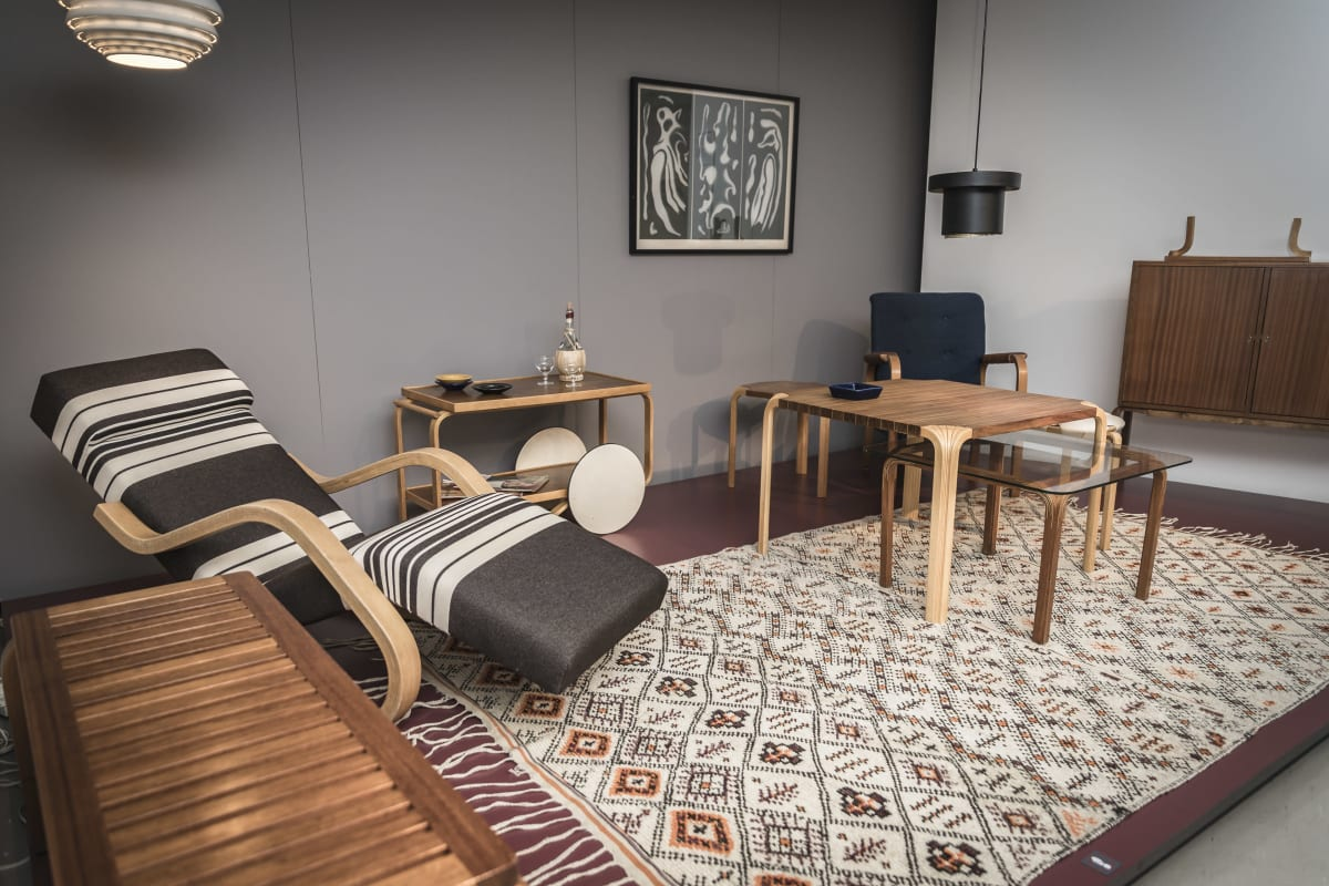 Aallon suunnttelemia huonekaluja.