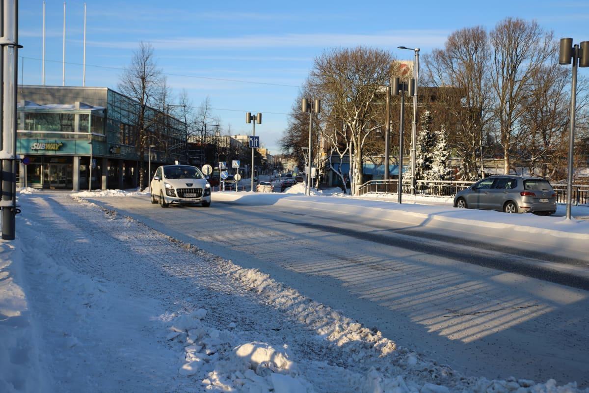 Talvi autoja kadulla