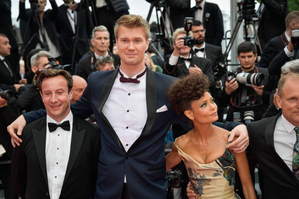 Joonas Suotamo ja Thandie Newton Cannesissa 2018.