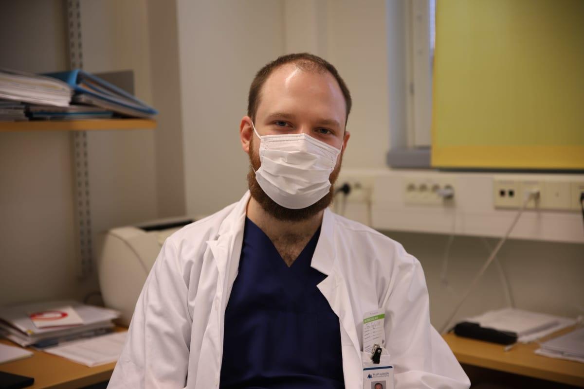 Erikoistuva lääkäri Teemu Trygg Päijät-Hämeen keskussairaalassa