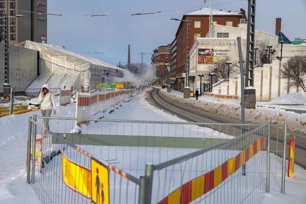 Tampereen raitiotien rakennustyömaa Hatanpään valtatiellä