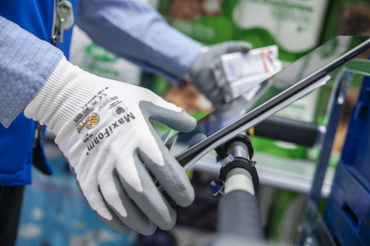Verkkoruokakauppa tilauksia kerätään kaupassa