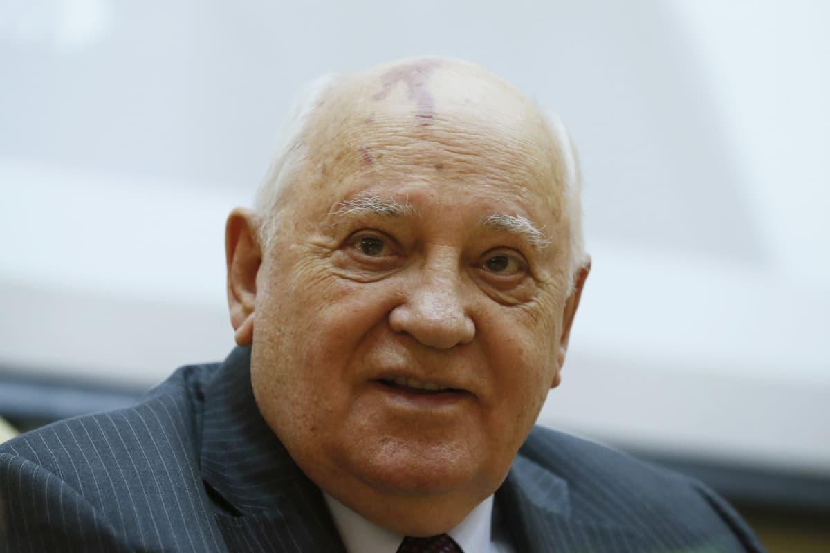 Mihail Gorbatšov säätiönsä kirjanjulkistamistilaisuudessa Moskovassa helmikuussa 2016.