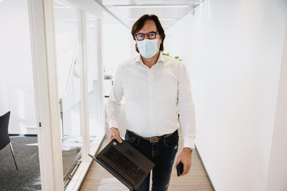 Kuvassa Silverseniorin toimitusjohtaja Seppo Niva.